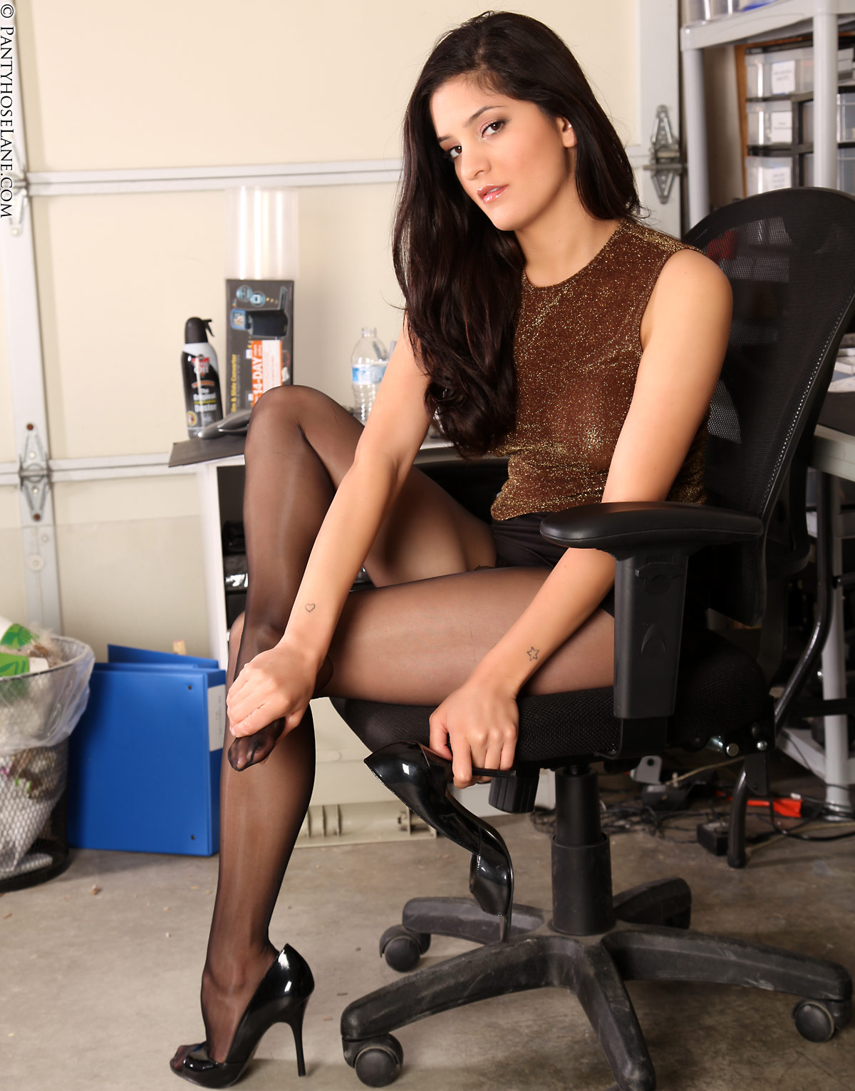 This. Chick. Staisja pantyhose lane